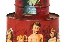 Cuadro pintado a óleo sobre bidones y vídeo instalación titulado: HOMO DEPREDATOR de Siro López
