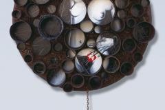 Cuadro pintado a óleo sobre latas oxidadas titulado: CONSUMIR PREFERENTEMENTE ANTES DE... de Siro López
